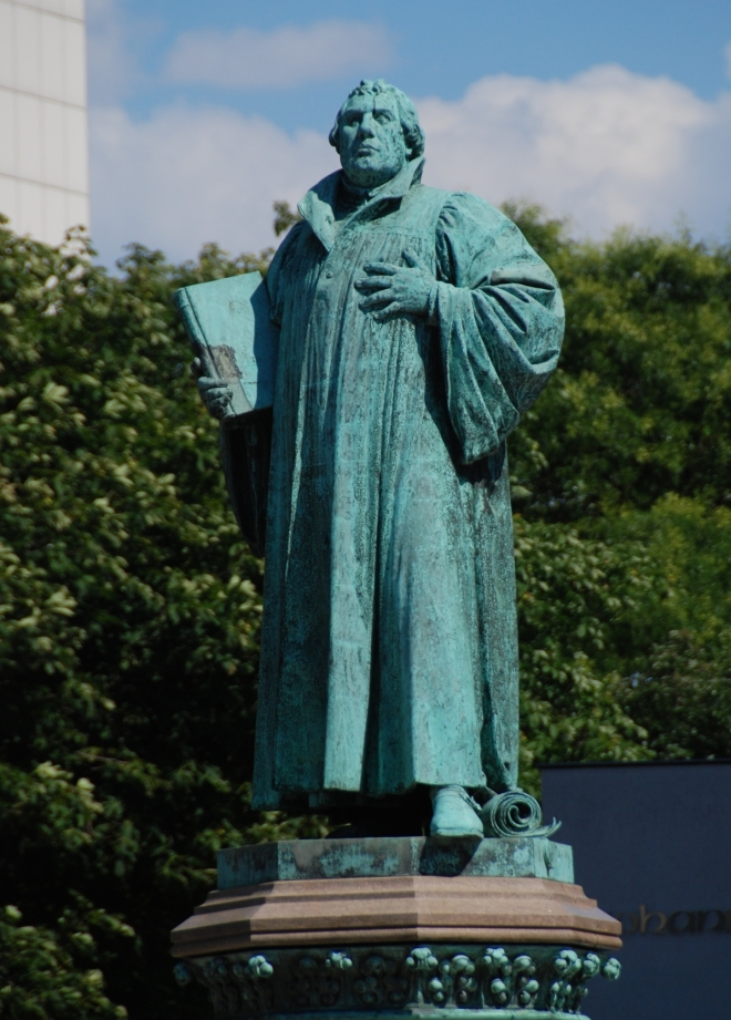 martin-luther-statue-1415991