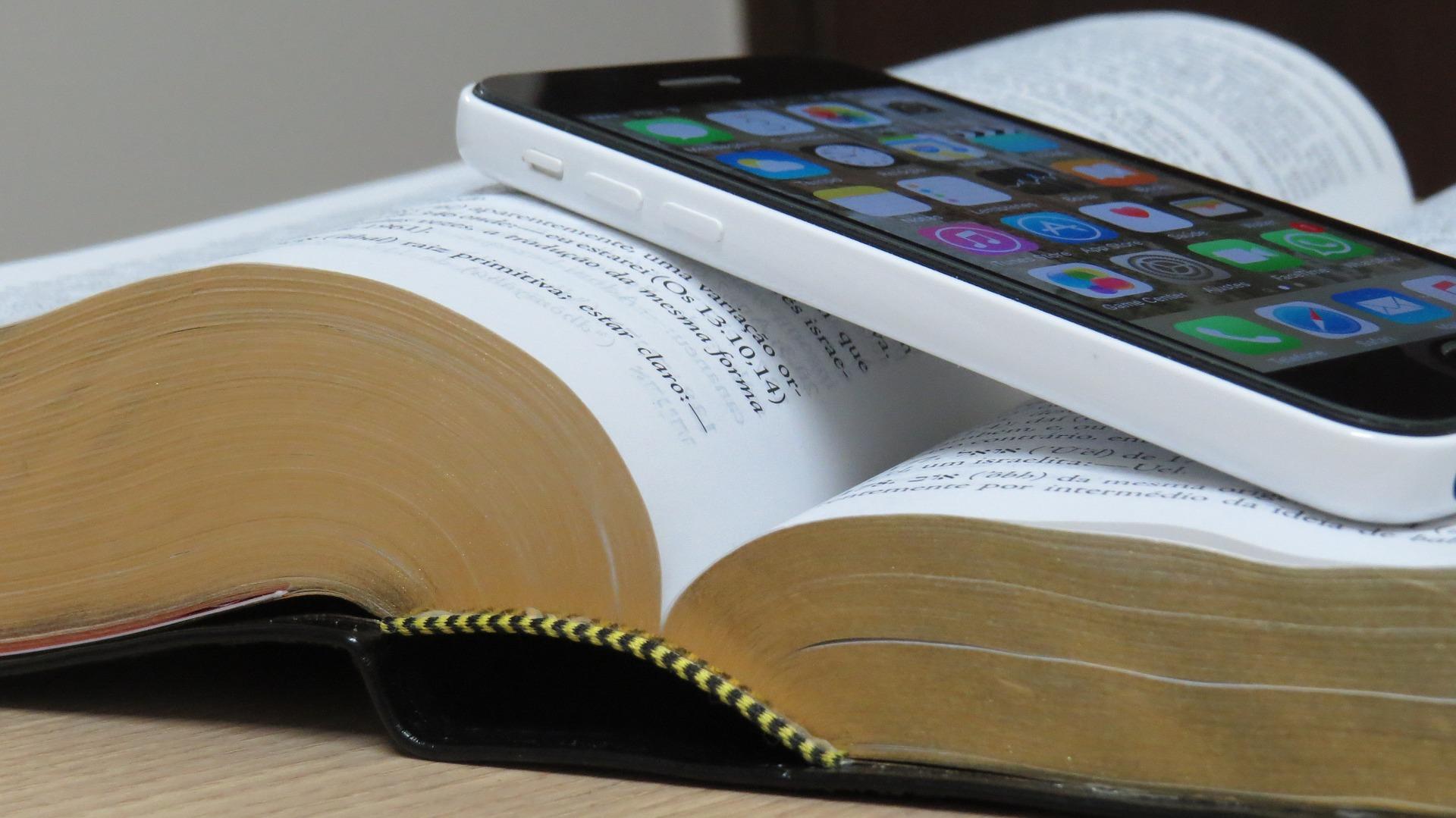bible-1021657_1920.jpg