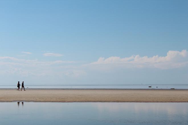 beach-606087_1920.jpg