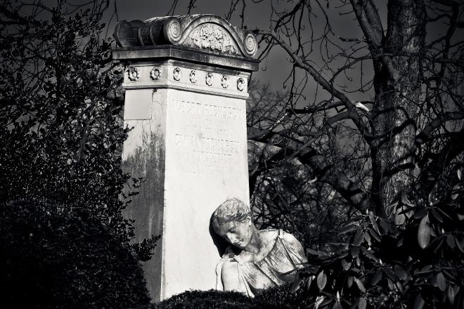 cemetery-2037273_1920.jpg